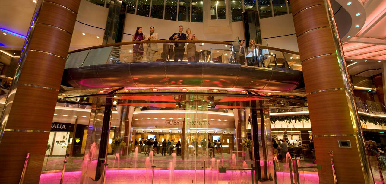 Oasis of the Seas Rising Tide Bar