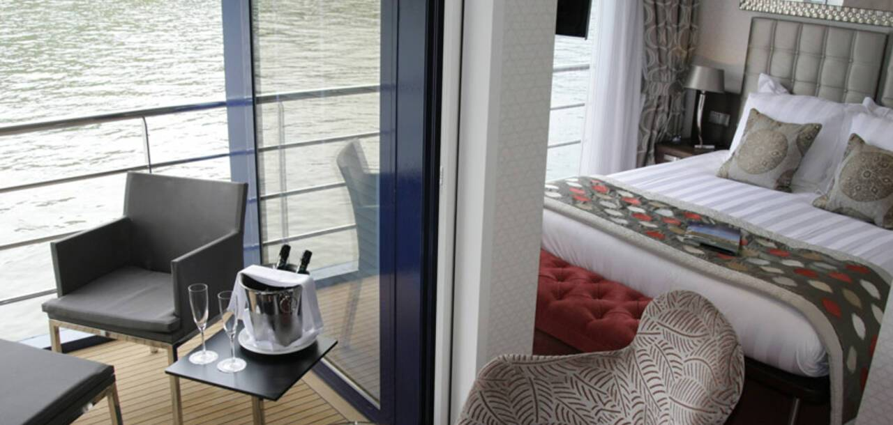 APT Cruising | MS AmaCerto - Balcony Suite