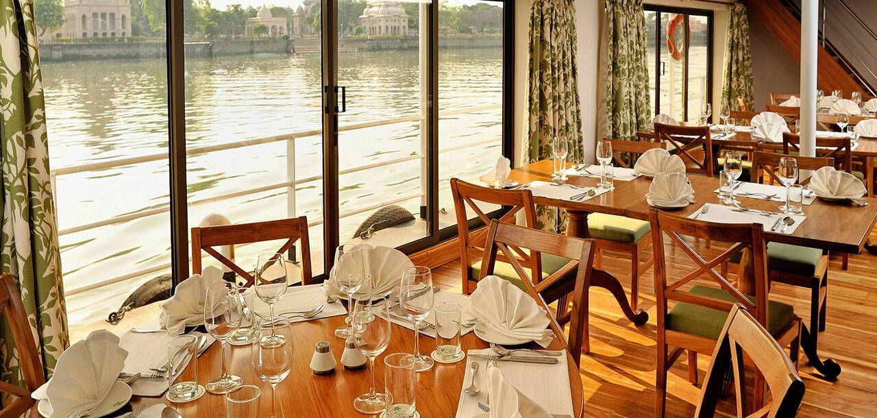 APT Cruising | RV Rajmahal - Dining With River View