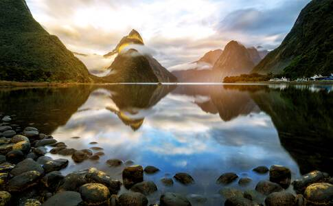 Cruising Fiordland National Park